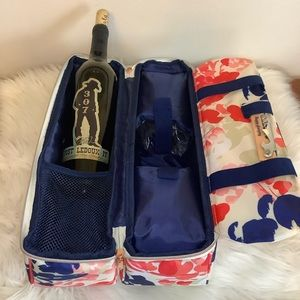 """NWT Charming Charlie """"Happy Glamping"""" Wine Caddy"""
